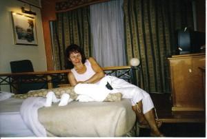 MISS WORLD. Krokodyl na łóżku